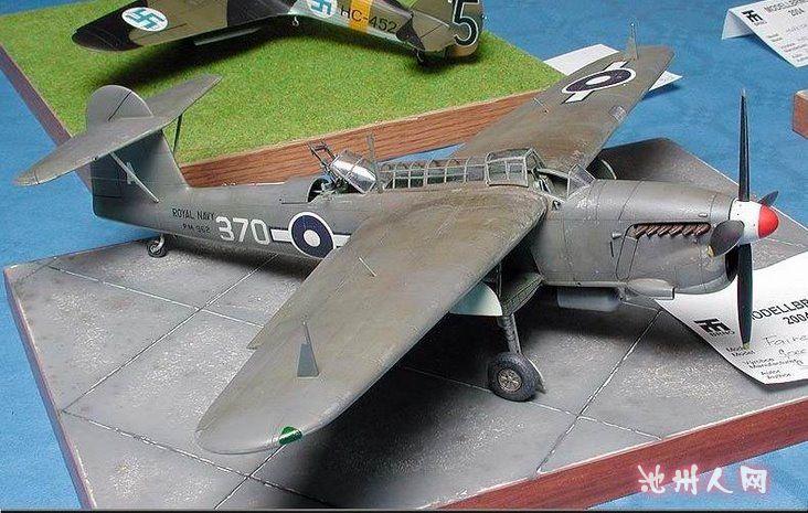 遥控飞机,上面是架有人驾驶的fw190