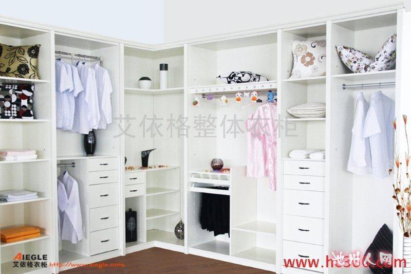 如何用衣柜装点房间