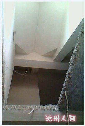 英伦城邦小高层顶层带阁楼的装修记    于是,开始设计楼梯边上的柜子.
