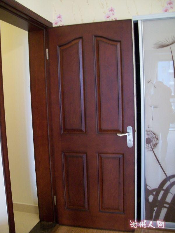 主人卧室门,好像照的有点花了.