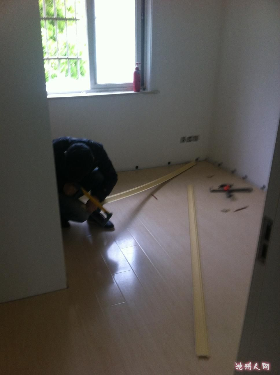 铺木地板(装修完善中)