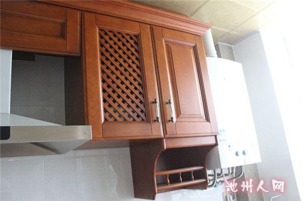 鞋柜是木工师傅打的,油漆做的白漆