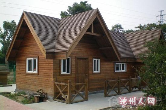 方料搭建起的木板房,冲击