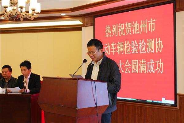 市民政局副局长方昌海宣读批复