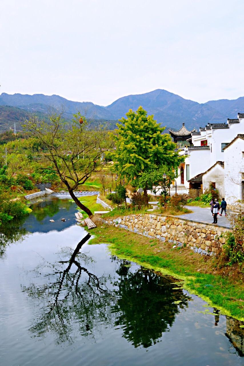 陵阳古镇走下去就会看到美丽的风景,结识一些很酷的朋友