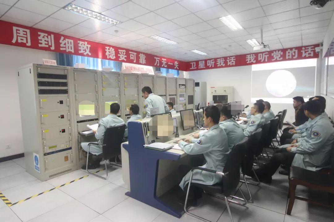 赞 中国嫦娥四号着陆,首张月球背面图片来啦