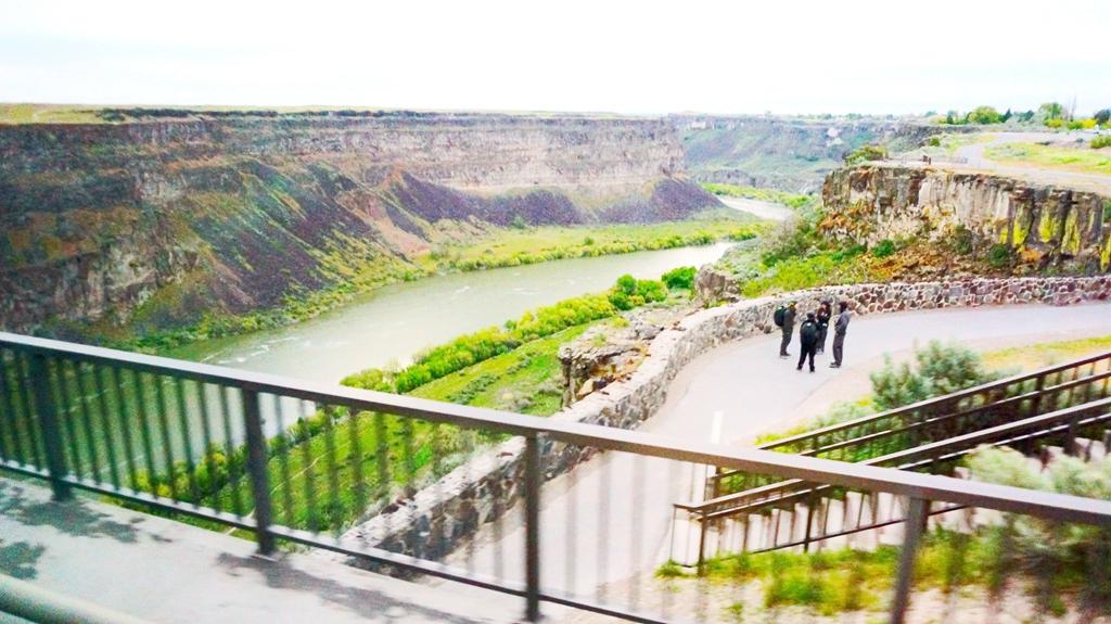 皮瑞尼铁桥在蛇河峡谷之上