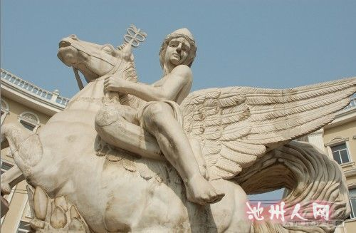 青岛 淄博/另外,在巡游的时候,在淄博的街头发现了一个非常奇特的雕塑,...